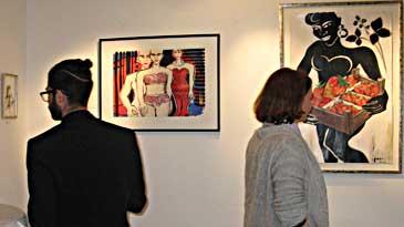 """Besucher der Ausstellung """"Frauen - Porträts und Akte"""""""
